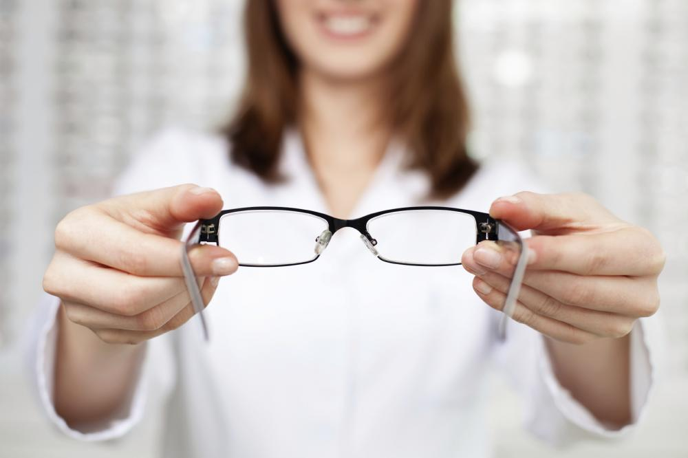 Doctor of optometry in Ashburn at OptimEyes